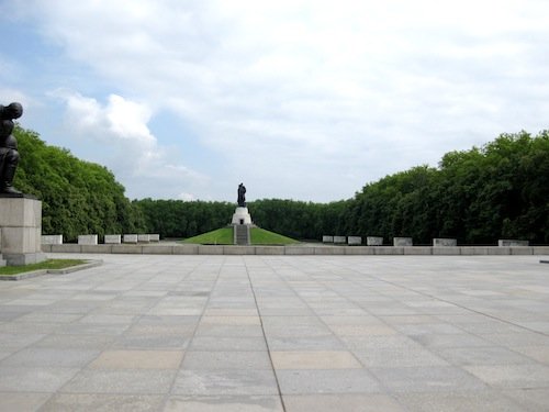 Treptower Park: Soviet War Memorial