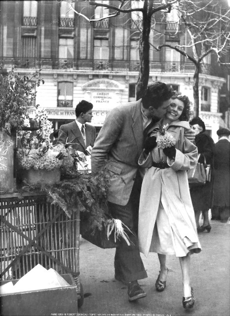 Robert Doisneau, couple in love in Paris