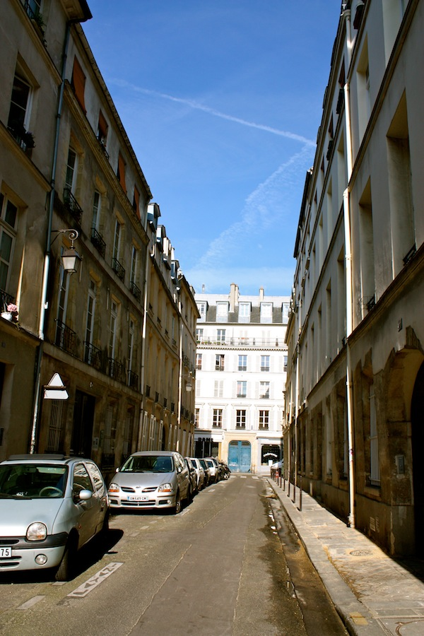 Ville Hardouin, location of the Marais Classic apartment with Roomorama rentals in Paris, France