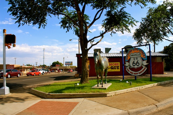 Intersection and horse statute on Route 66 in Amarillo, Texas, USA